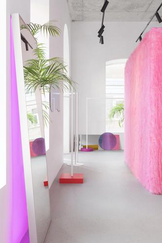 Желтые стены и розовый мех: шоу-рум в Ростове-на-Дону (фото 8.1)