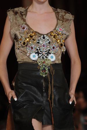 Показ Vivienne Westwood коллекции сезона Весна-лето 2013 года prêt-à-porter - www.elle.ru - Подиум - фото 459019