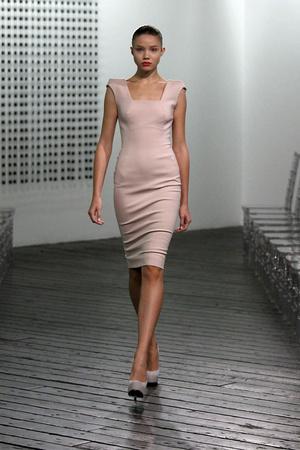 Показы мод Victoria Beckham Весна-лето 2010 | Подиум на ELLE - Подиум - фото 3046
