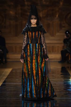 Показ Oscar Carvallo коллекции сезона Весна-лето 2014 года haute couture - www.elle.ru - Подиум - фото 575003