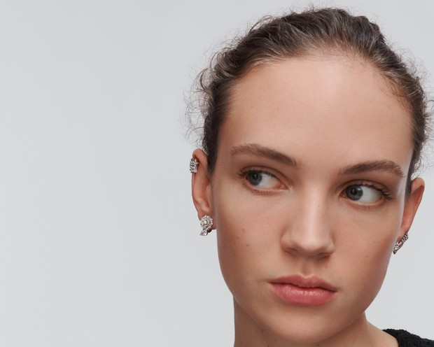 Урок французского (стиля): 5 способов носить серьги согласно ювелирному словарю Chanel (фото 1)