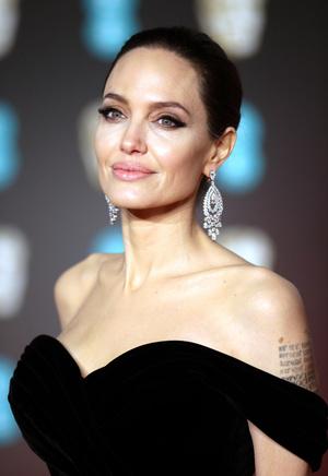 Глаз не отвести: Анджелина Джоли на премии BAFTA-2018 (фото 7)