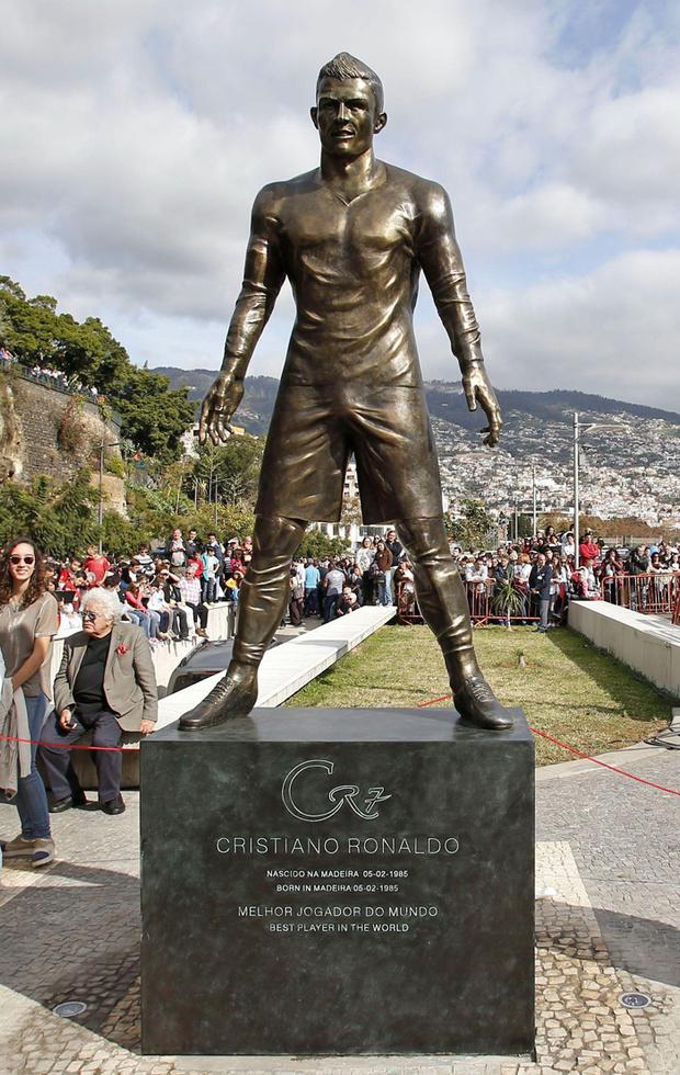 Памятник Криштиану Роналду