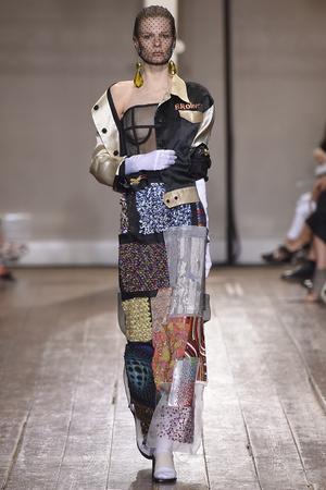 Показ Maison Martin Margiela коллекции сезона Осень-зима 2014-2015 года haute couture - www.elle.ru - Подиум - фото 585108