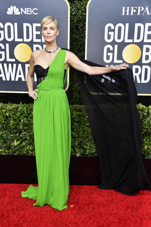 Нимфа из будущего: Шарлиз Терон в платье с прозрачным корсетом (фото 0)