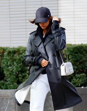 Носите широкие брюки с высокими ботинками как Ирина Шейк в Нью-Йорке (фото 1.2)