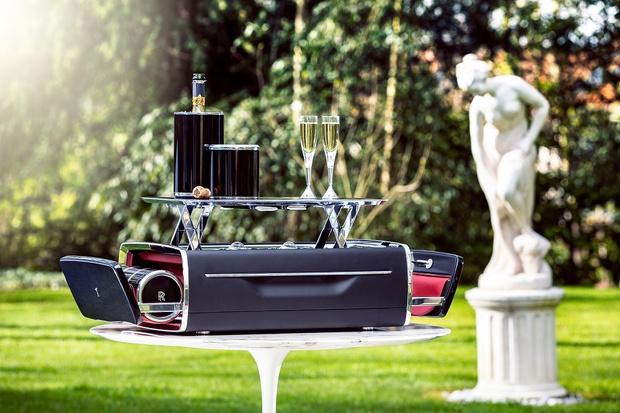 Крупным планом: набор для шампанского Rolls-Royce (фото 1)