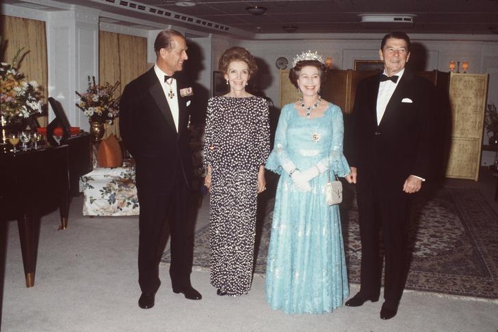Что звезды надевали на встречу с королевой Елизаветой II? (фото 14)