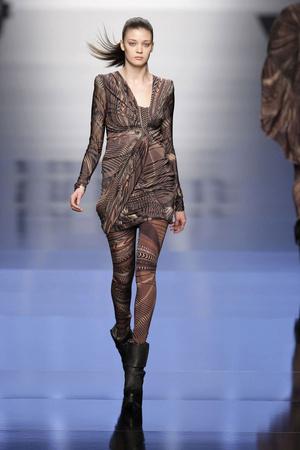 Показы мод Byblos Осень-зима 2010-2011 | Подиум на ELLE - Подиум - фото 2755