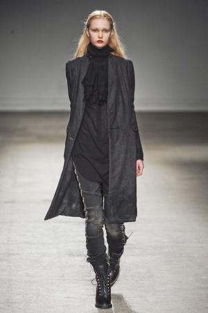 Показы мод Nicolas Andreas Taralis Осень-зима 2011-2012 | Подиум на ELLE - Подиум - фото 2189