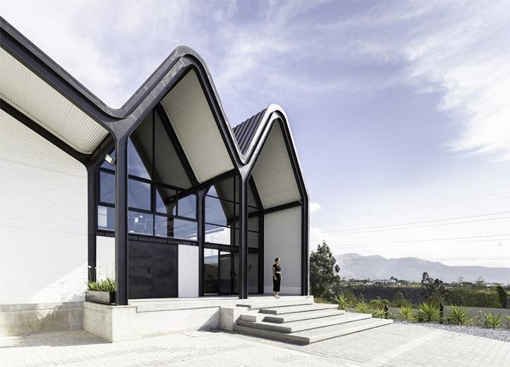 Дом с необычной крышей в Эквадоре (фото 5)