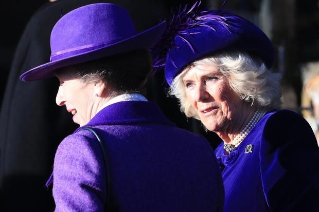 Почти все в сборе: британская королевская семья на рождественской службе (фото 6)