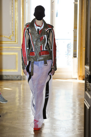 Показ Maison Martin Margiela коллекции сезона Осень-зима 2011-2012 года haute couture - www.elle.ru - Подиум - фото 277118