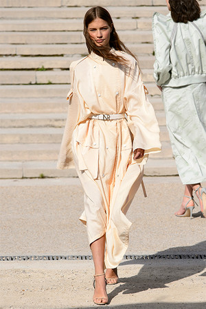 Тренд сезона: модные версии классического тренча (фото 9)