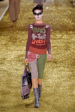 Показ Vivienne Westwood коллекции сезона Осень-зима 2011-2012 года Prêt-à-porter - www.elle.ru - Подиум - фото 253032