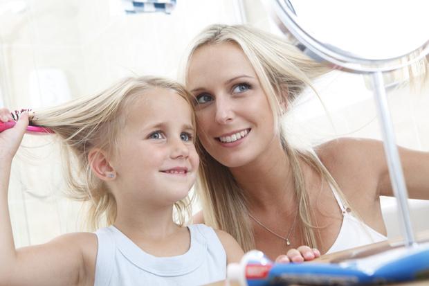 Дочки-матери: учим маленьких принцесс азам ухода