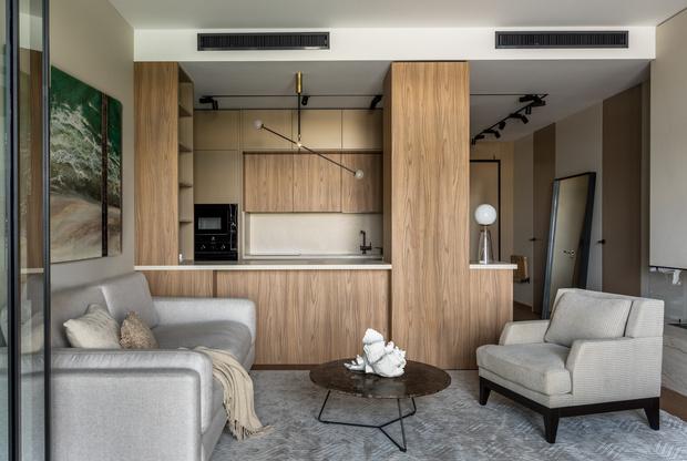 Квартира 76 м² с ванной в спальне и прозрачным камином (фото 15)
