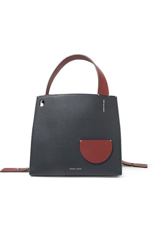 Клатч-паспорт и «седло»: 10 модных и практичных сумок на осень (фото 3)
