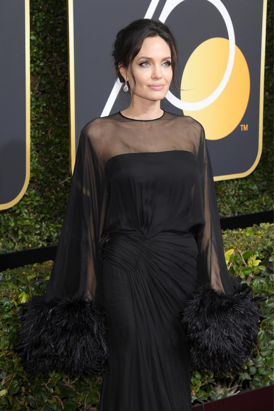 Дива дивная: Анджелина Джоли на «Золотом глобусе — 2018» (фото 2)