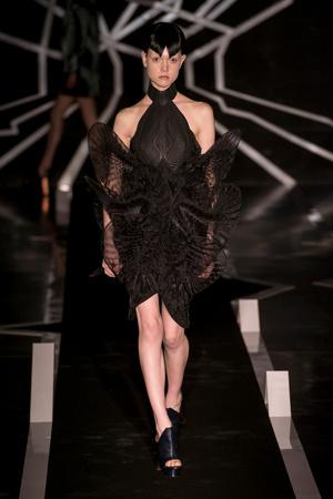 Показ Iris van Herpen коллекции сезона Весна-лето  2017 года Haute couture - www.elle.ru - Подиум - фото 616322