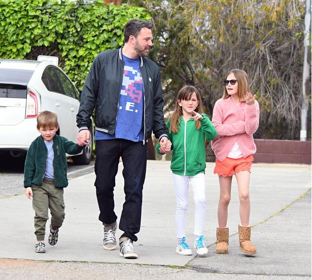 Бен Аффлек с детьми