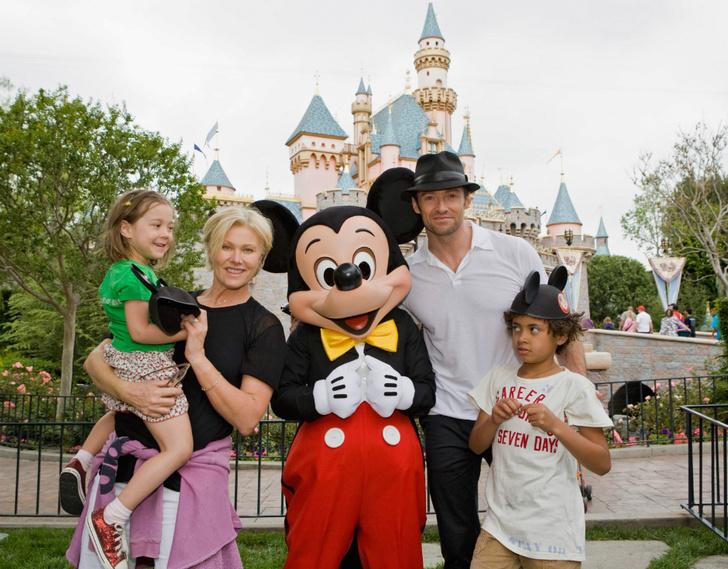Хью Джекман и Деборра-Ли Фернесс с сыном Оскаром и дочерью Авой