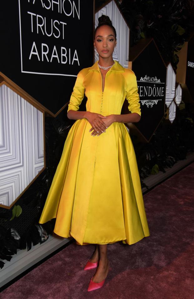 Шелк, кружево и ослепительные бриллианты: супермодели на модной премии в Катаре (фото 10)