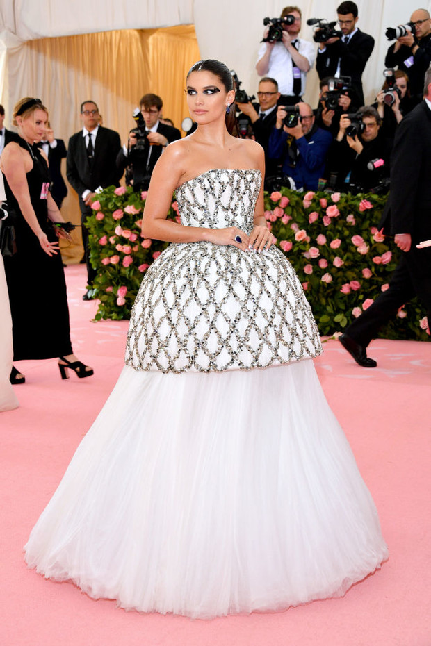 Никаких «голых» платьев, только роскошь: все супермодели на Met Gala (фото 8)
