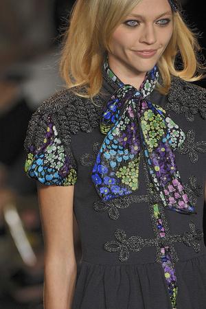 Показы мод Anna Sui Весна-лето 2010 | Подиум на ELLE - Подиум - фото 3055