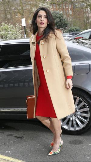 15 образов Амаль Клуни для деловых встреч и свиданий (фото 23.2)