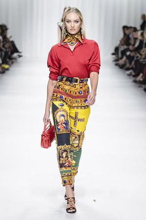 Показ Versace коллекции сезона Весна-лето 2018 года Prêt-à-porter - www.elle.ru - Подиум - фото 639571