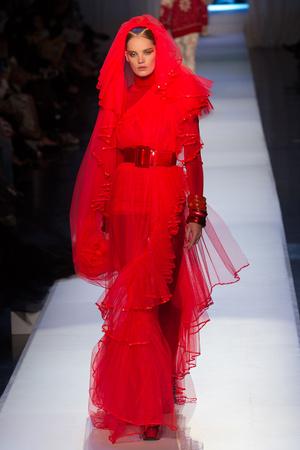 Показ Jean Paul Gaultier коллекции сезона Осень-зима 2017-2018 года Haute couture - www.elle.ru - Подиум - фото 624357