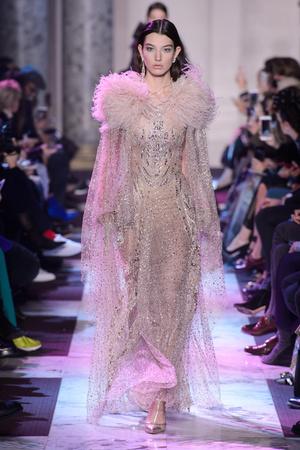 Показ Elie Saab коллекции сезона Весна-лето 2018 года Haute couture - www.elle.ru - Подиум - фото 675301