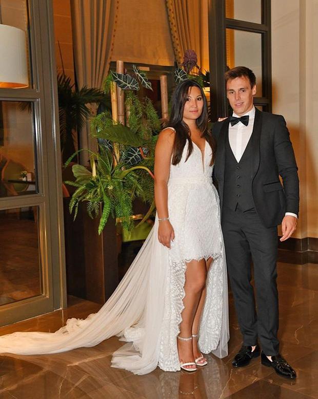 Сбились со счета: третье свадебное платье новой принцессы Монако (фото 1)