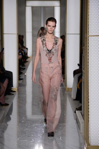 Дебютный показ La Perla на Неделе высокой моды в Париже | галерея [1] фото [2]