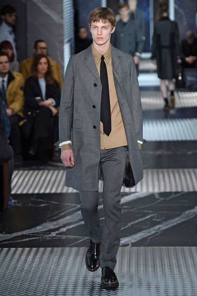 Бренд Prada представил на Неделе мужской моды в Милане сразу две коллекции | галерея [2] фото [10]
