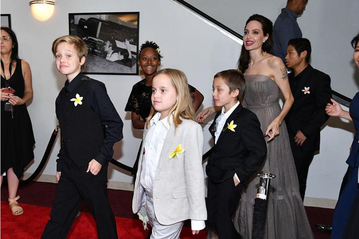 Анджелина Джоли заверила Питта, что воспитывает детей правильно фото [1]