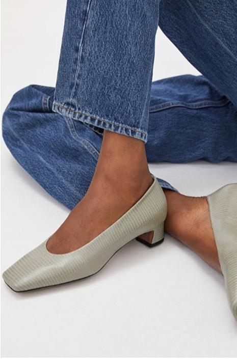 Обувь в оттенке шалфея — ваша лучшая покупка весны (фото 2)