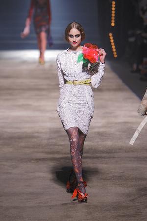 Показ Vivienne Westwood коллекции сезона Осень-зима 2010-2011 года Prêt-à-porter - www.elle.ru - Подиум - фото 155619