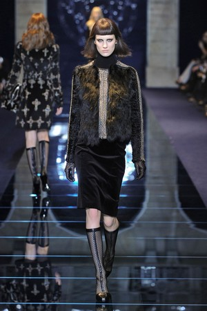 Показы мод Versace Осень-зима 2012-2013 | Подиум на ELLE - Подиум - фото 1509