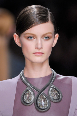 Показ Christian Dior коллекции сезона Осень-зима 2012-2013 года prêt-à-porter - www.elle.ru - Подиум - фото 376912