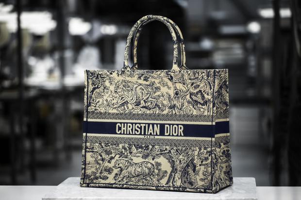 История одной сумки: как создается Dior Book Tote (фото 3)