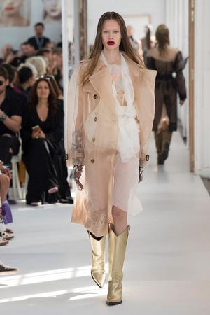 Показ Maison Margiela коллекции сезона Осень-зима 2017-2018 года Haute couture - www.elle.ru - Подиум - фото 624428