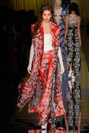 Показ Jean Paul Gaultier коллекции сезона Весна-лето  2017 года Haute couture - www.elle.ru - Подиум - фото 616794