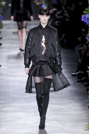 Показ Givenchy коллекции сезона Осень-зима 2011-2012 года Prêt-à-porter - www.elle.ru - Подиум - фото 254366