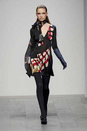 Показ Issa London коллекции сезона Осень-зима 2011-2012 года prêt-à-porter - www.elle.ru - Подиум - фото 236993