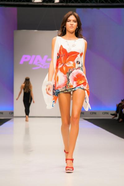"""Сеть салонов """"Эстель Адони"""" провела показ пляжной одежды брендов Agogoa, Pin-Up Stars и Emamo"""