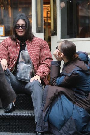 Модный отряд: Белла Хадид и Кендалл Дженнер в Нью-Йорке (фото 5)