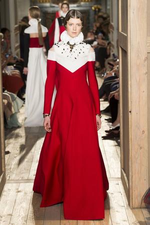 Показ Valentino коллекции сезона Осень-зима 2016-2017 года haute couture - www.elle.ru - Подиум - фото 607385