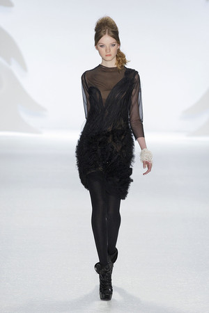 Показы мод Vera Wang Осень-зима 2010-2011 | Подиум на ELLE - Подиум - фото 2835